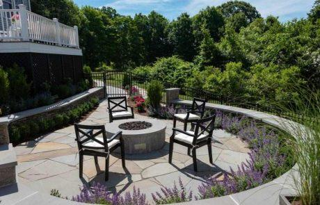 seating area with round retaining wall